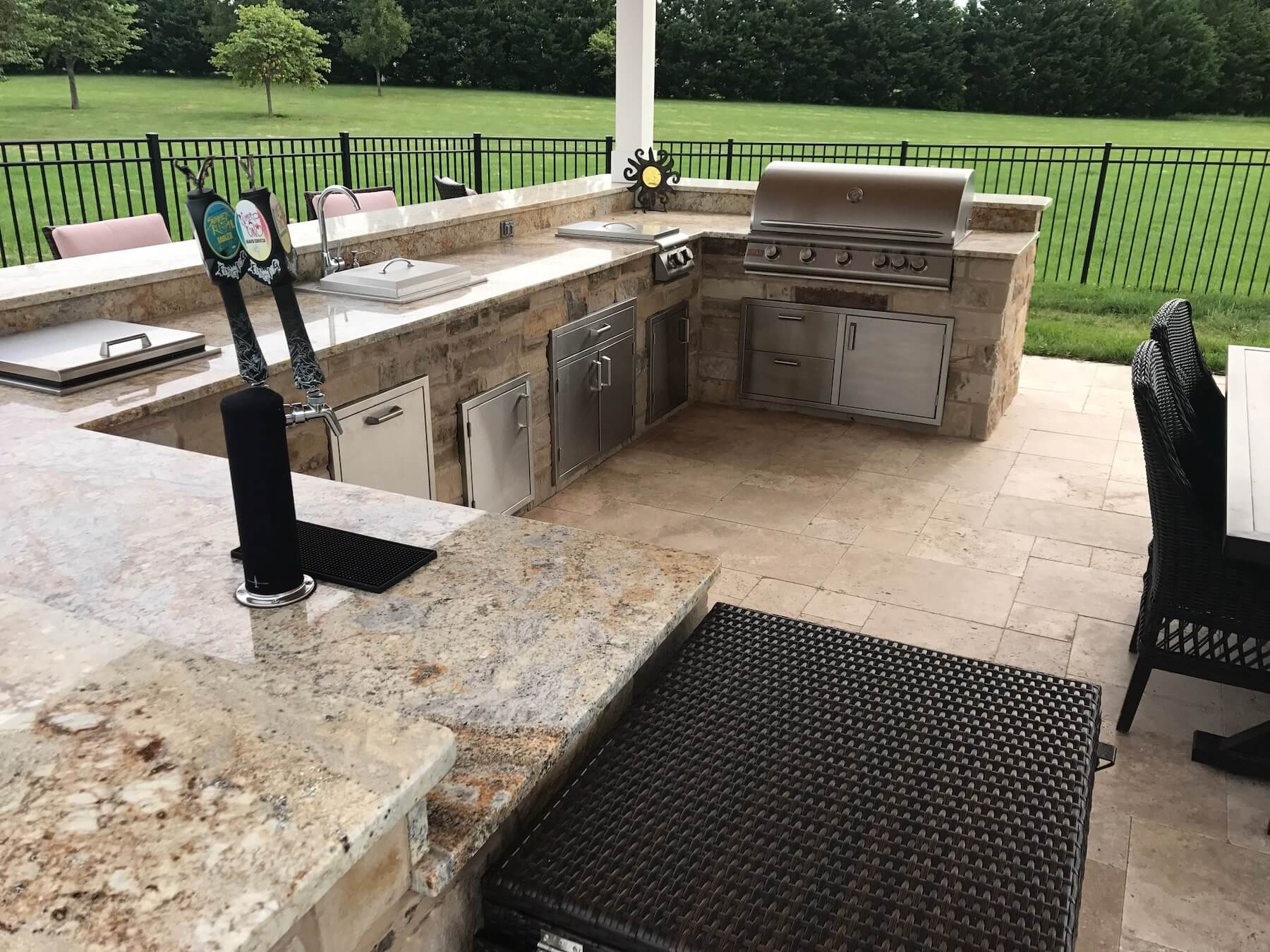 Complete Outdoor Kitchen With Appliances
